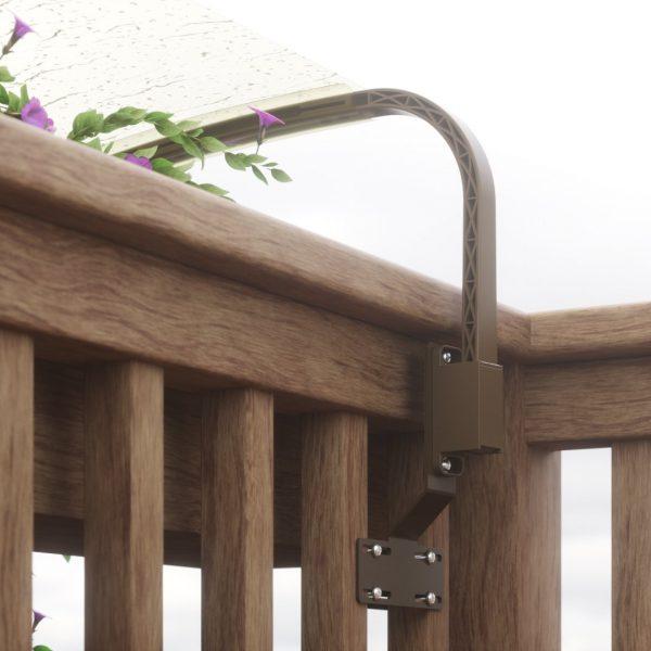 Balcone in legno con piastra ammorsante